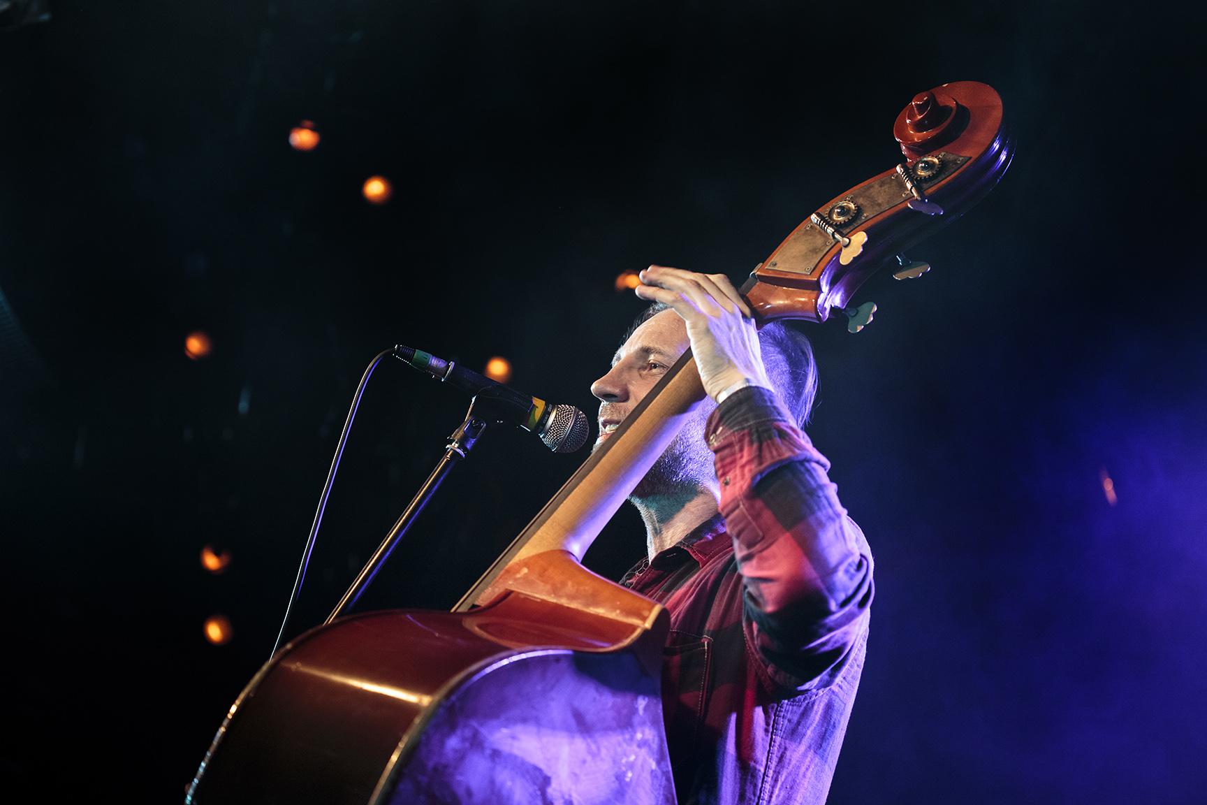 Фото Билли Новик исполняет песни Е. Летова,