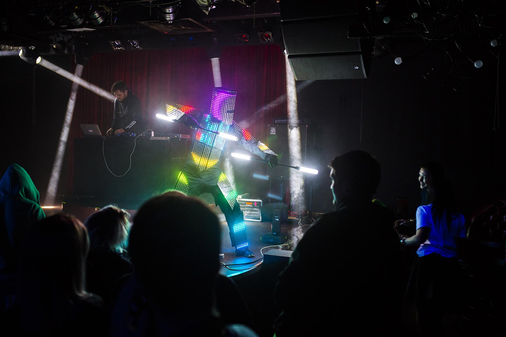 Фото Pixelord + Робот,